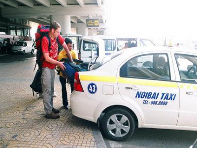 Taxi nội bài đón sân bay có bảng đón